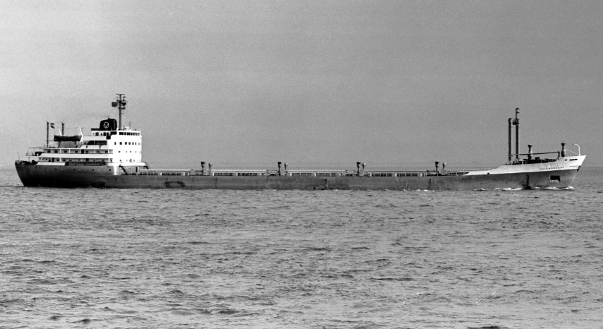 HOLENDRECHT passing Portishead 12.6.68 Malcolm Cranfield (Small).jpg