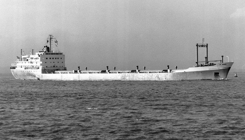 MEERDRECHT passing Portishead 5th November 1969 inbound for Avonmouth from Comeau Bay - Malcolm Cranfield (Small).jpg