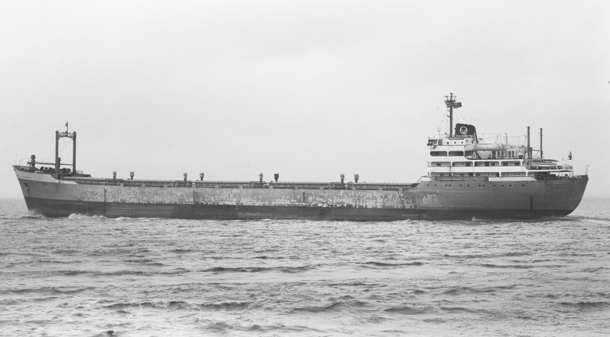 ZWIJNDRECHT passing Portishead 23.12.67 bound for Walvis Bay - Malcolm Cranfield (Small).jpg