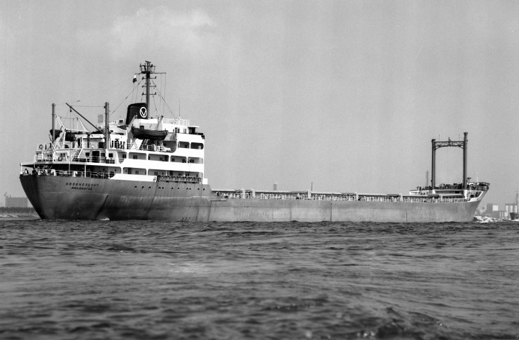 OSSENDRECHT passing Rozenburg 22.5.76 Malcolm Cranfield (Small).jpg