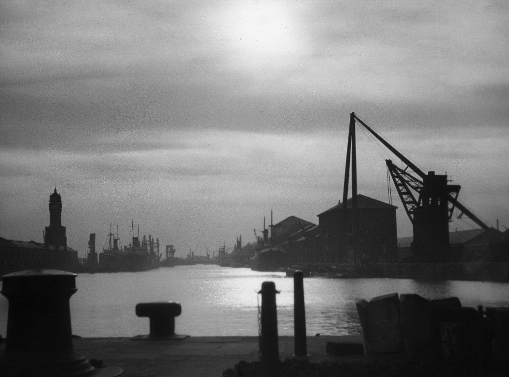 Albert_Dock_Hull_Docks_-_StS_.jpg