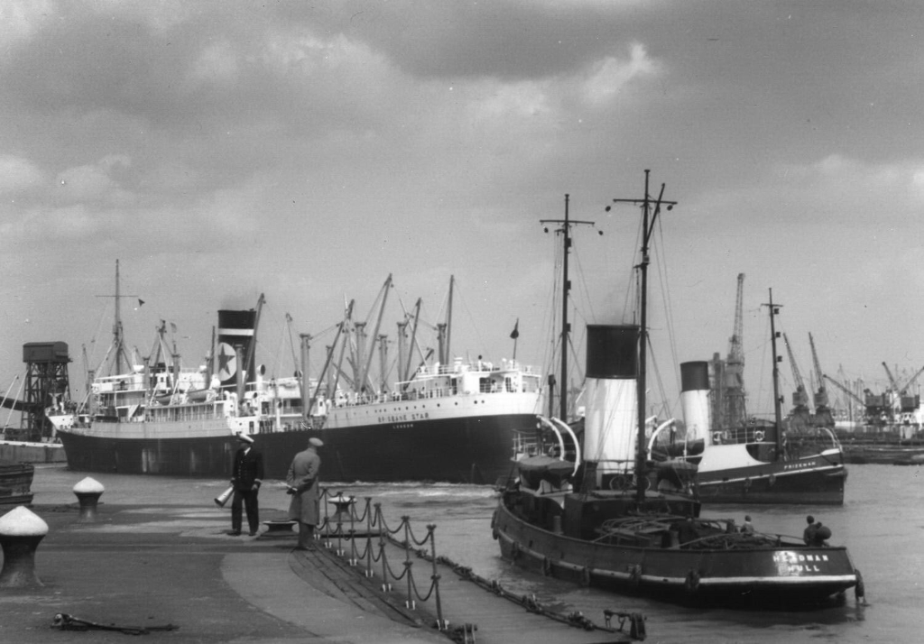 Brisbane_Star_1950s_Hull_Docks_-_StS_1.jpg
