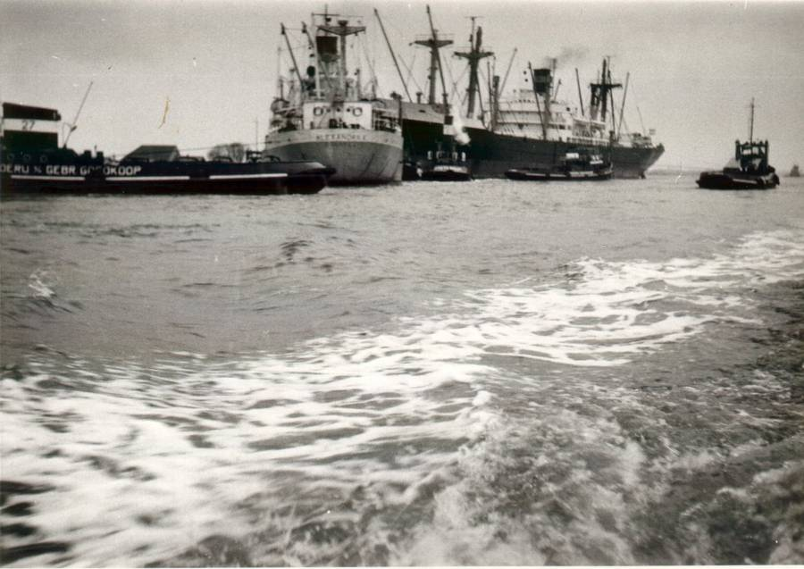 Averdijk (Holland America Line)  and Alexandra K. (Panama flag) collision on Noordzee Kanaal March 4th 1964-01.jpg
