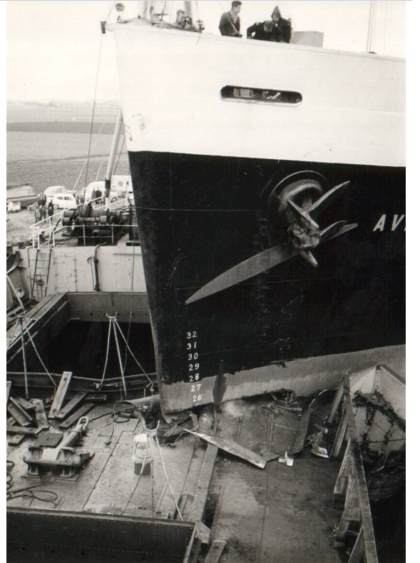 Averdijk (Holland America Line)  and Alexandra K. (Panama flag) collision on Noordzee Kanaal March 4th 1964-4.jpg