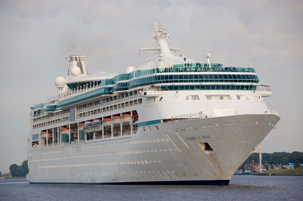 VISION of the SEAS s-v.jpg
