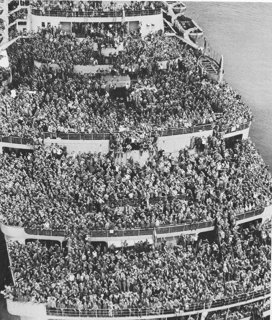 Queen Elizabeth as troopship.jpg
