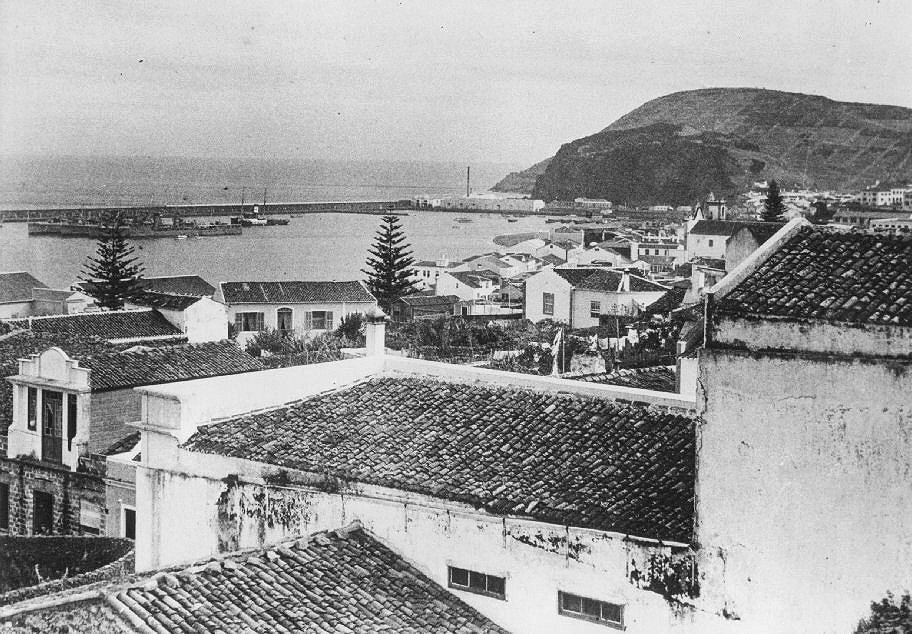 Horta Harbour.jpg