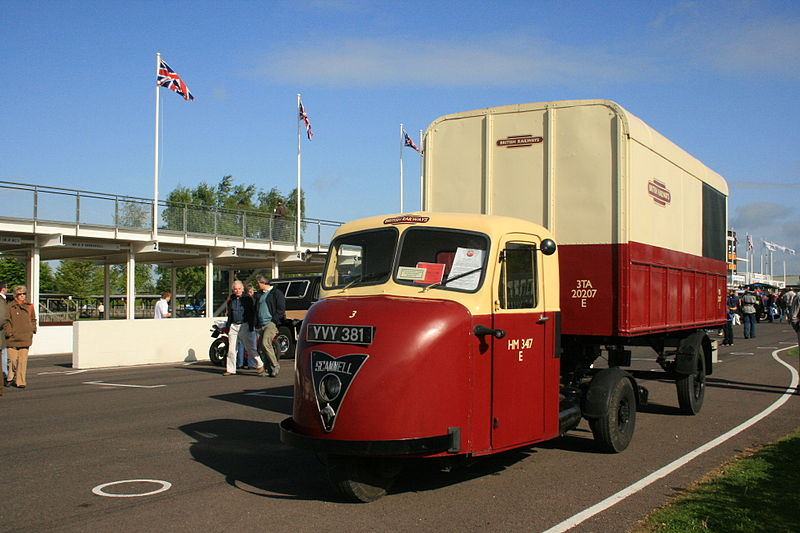 800px-Scammell_3_wheeler_truck_-_Flickr_-_Supermac1961.jpg