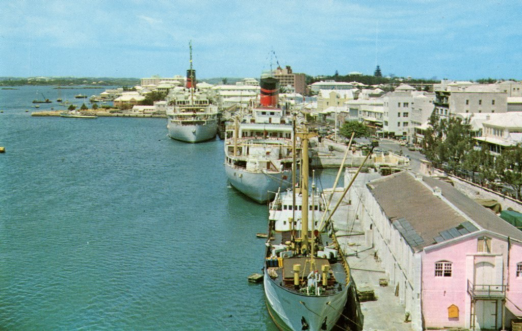 QUEEN OF BERMUDA HamiltonHarbour1965_at No. 1 OCEAN at No. 5 MONARCH and the Dutch OLEANDER at No. 6..jpg
