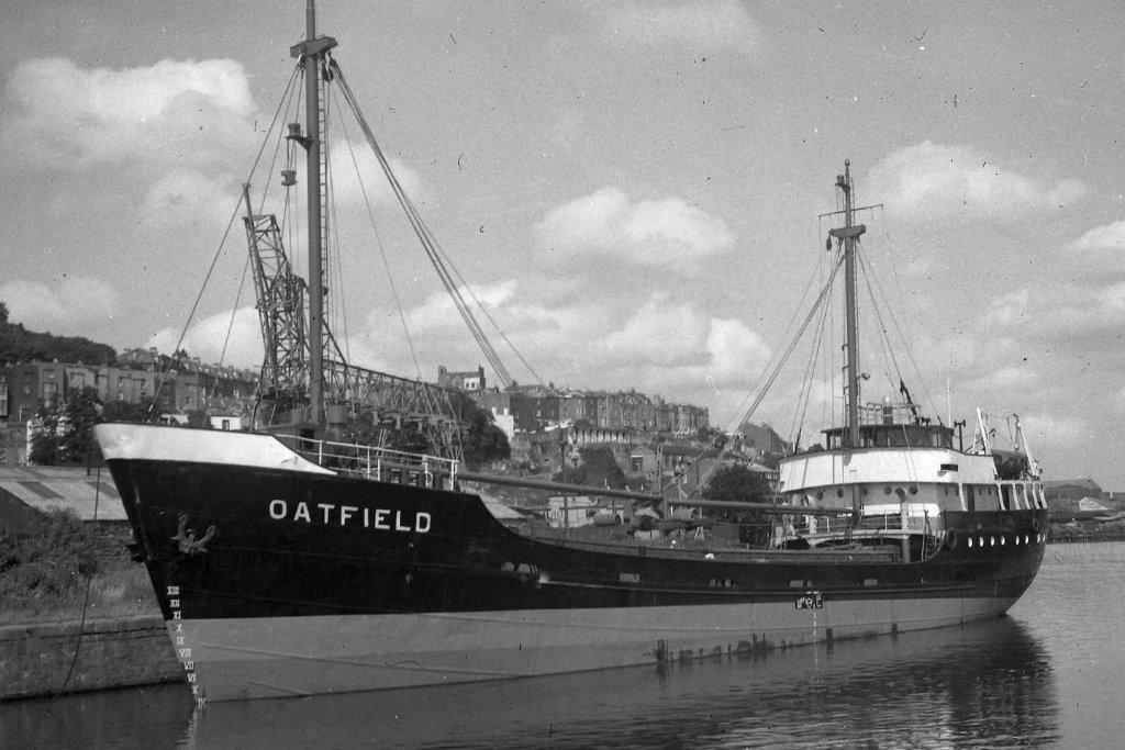 Pieter Hubert as Oatfield_waiting_to_sail_16_July_64.jpg