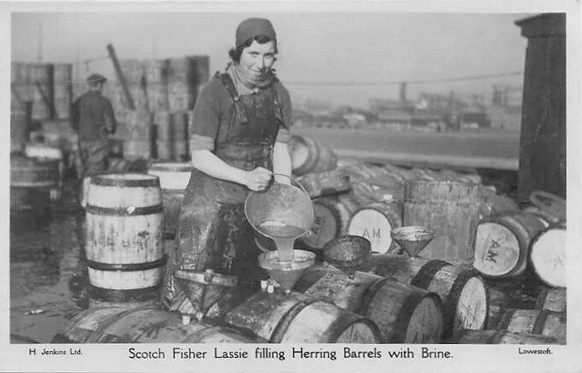 Lowestoft Filling Herring Barrels with Brine-01.jpg