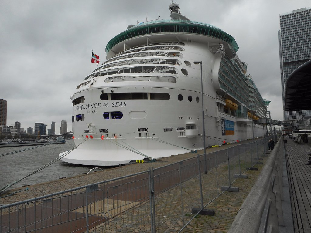 097a 25-10-2015 cruiseship independence of the seas.jpg
