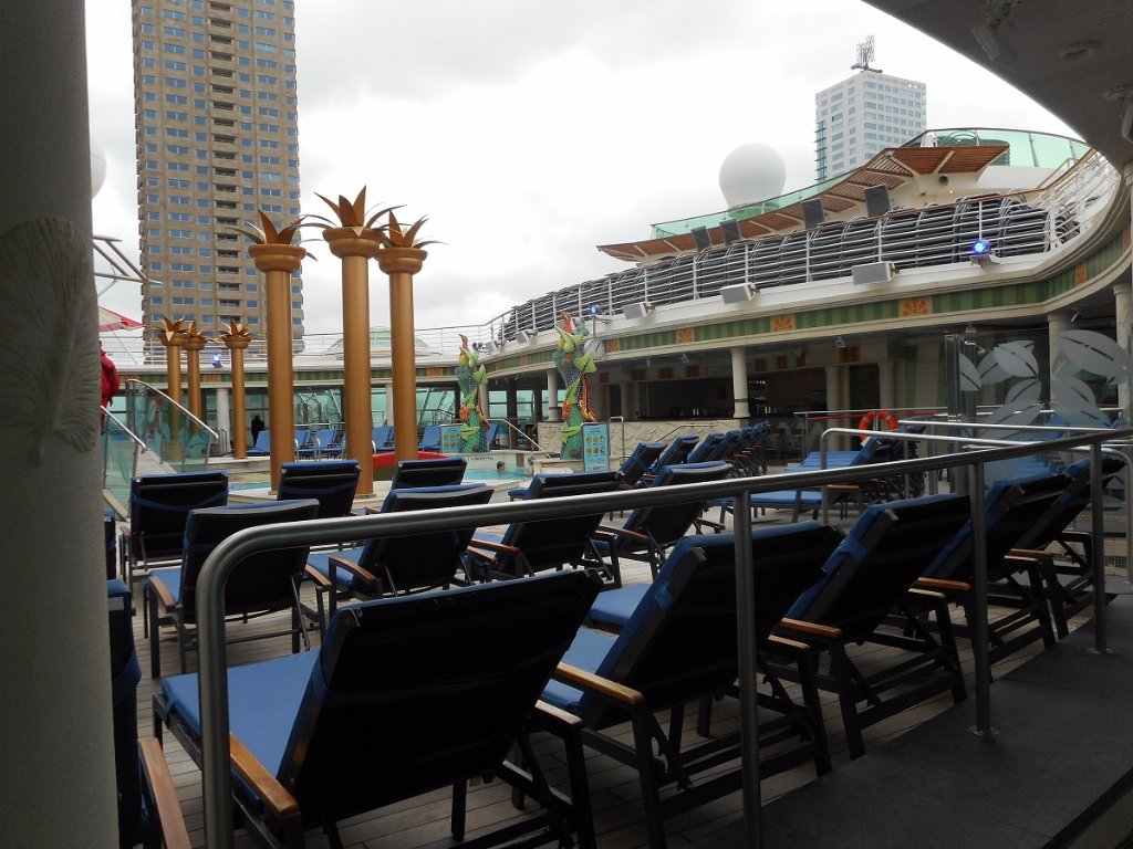 110a 25-10-2015 cruiseship independence of the seas.jpg