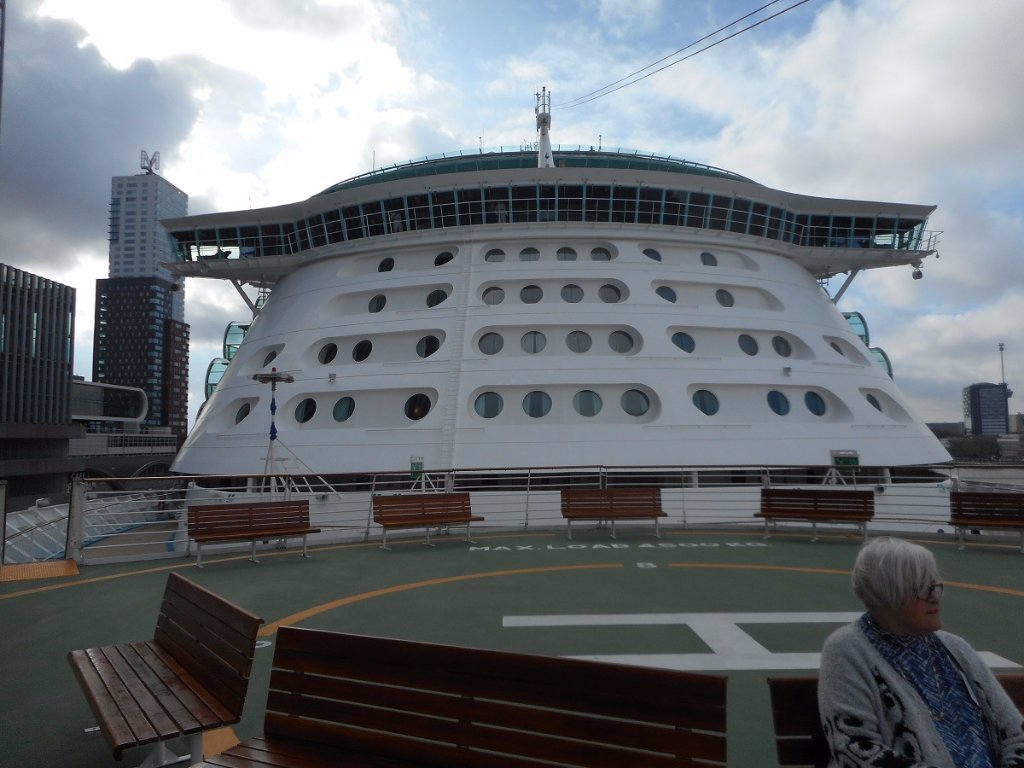 122a 25-10-2015 cruiseship independence of the seas.jpg