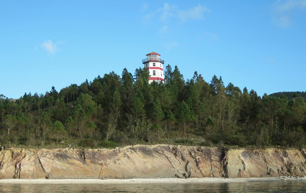 Lighthouse Guanaja001.JPG