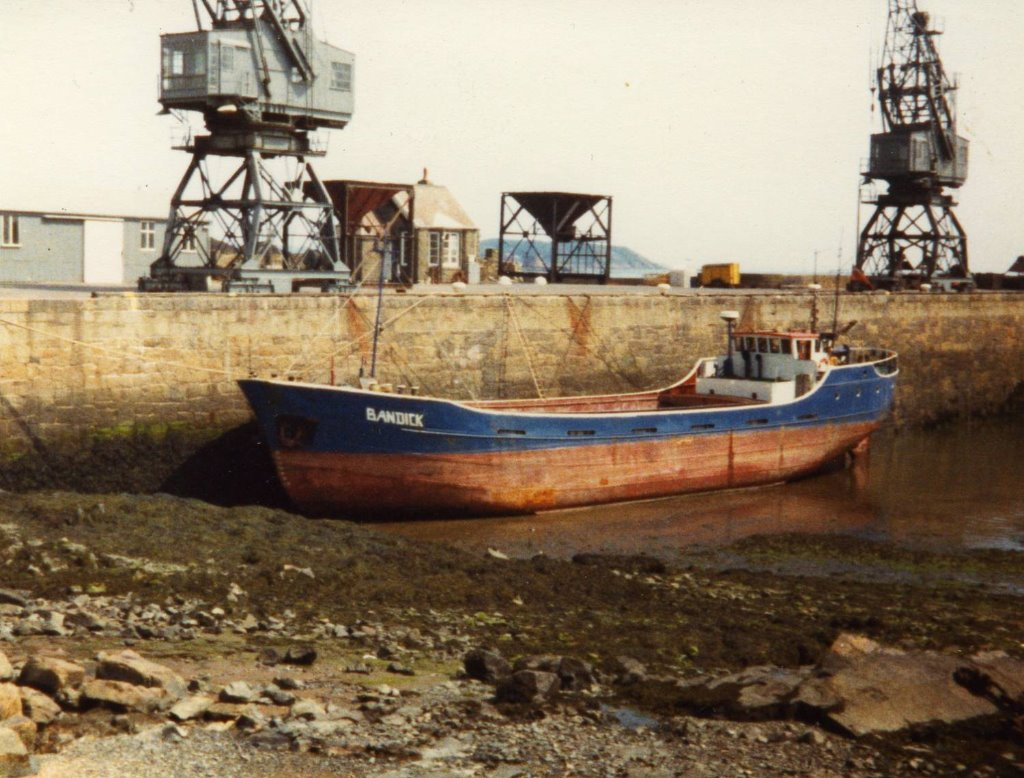 Bandick at St Sampsons (Guernsey) after discharging sand from Carteret ca 1985.jpg