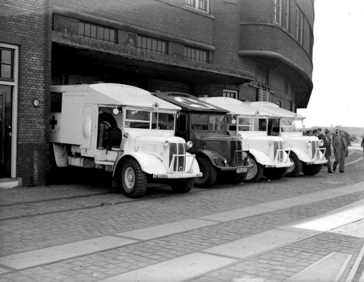 Ambulances Javakade 11 juni 1949.jpg