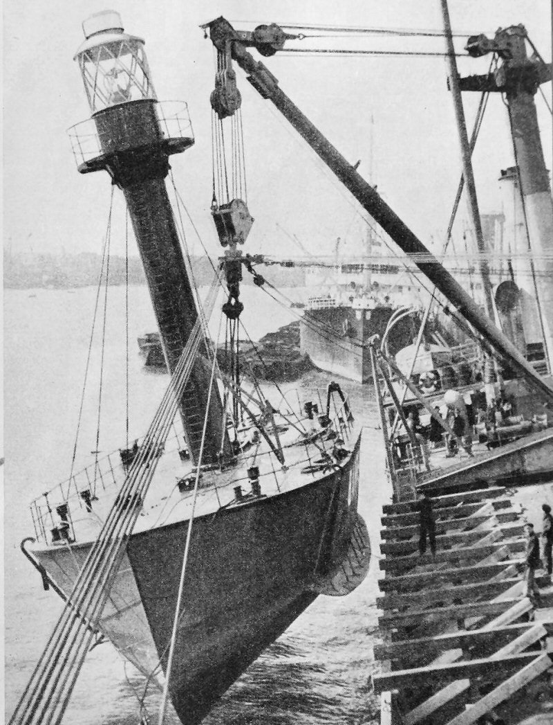 Light Vessel Bahrein.jpg