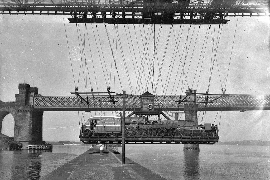 River Mersey Runcorn Transporter Bridge.jpg