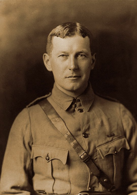 WW1-John_McCrae_in_uniform_circa_1914.jpg