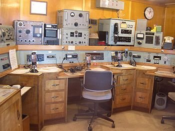 Queen Mary  2 radio room.jpg