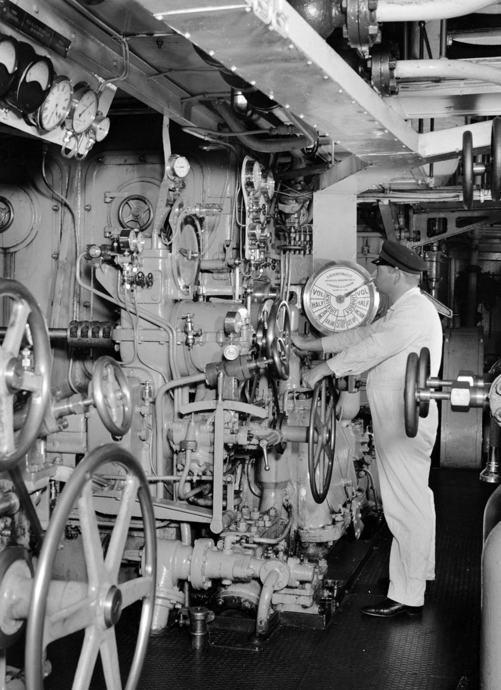 Baloeran_1930engine_room_1935_copy.jpg
