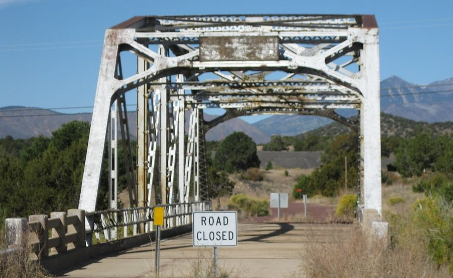 66 Old Route004 - Arizona - Bridge Closed nabij Winona.jpg