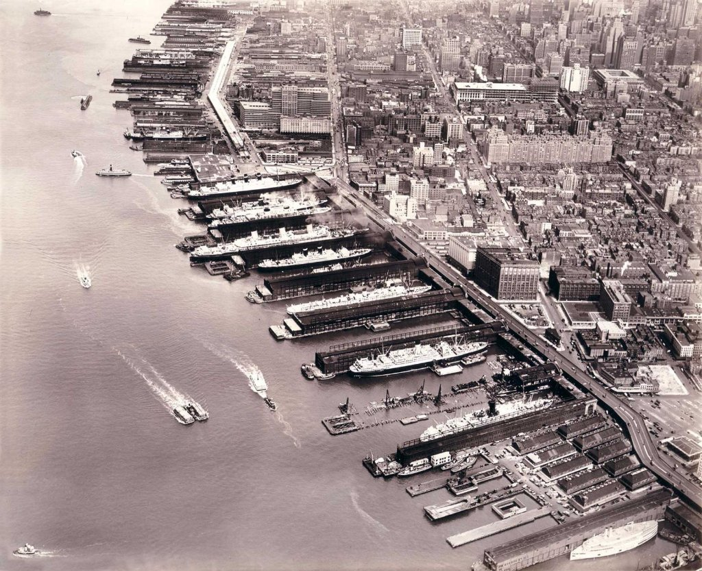new_york_piers_52_to_62_on_7th_september_1932_copy.jpg