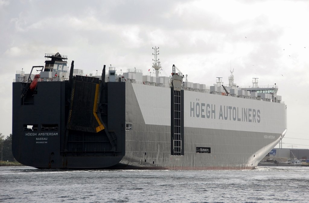 HOEGH AMSTERDAM s-a IMO 9660798.jpg