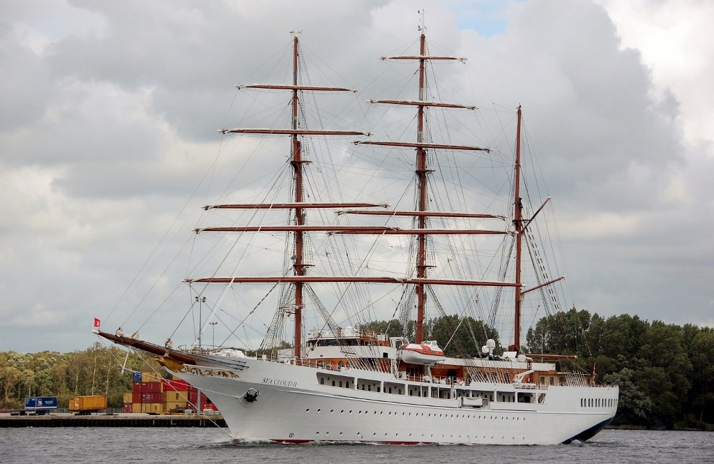 SEA CLOUD II b-v IMO 9171292.jpg