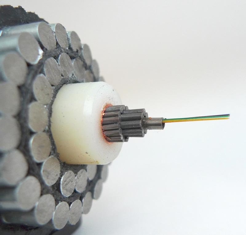 6-fibre optic undersea submarinecable.jpg