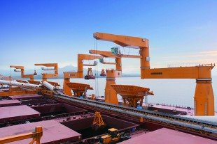 liebherr-mpg-cranes-on-worlds-largest-transshipping-facility-news-2014-02-10_img_310.jpg