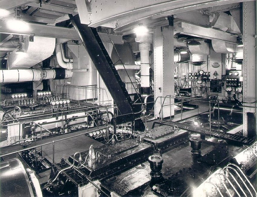RMS-Queen-Elizabeth-Engine-Room-1.jpg