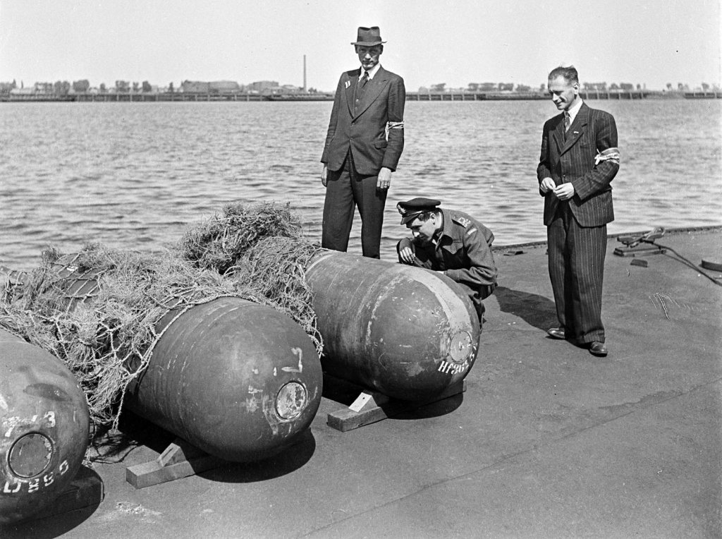 german_naval_mines_in_amsterdam_may_1945_copy.jpg