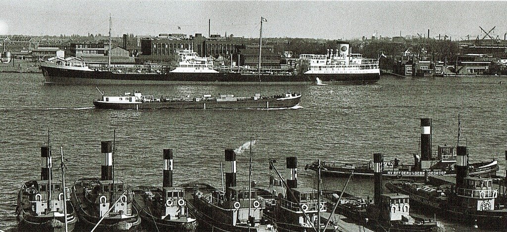 Rederij Goedkoop en tanker april 1954.jpg
