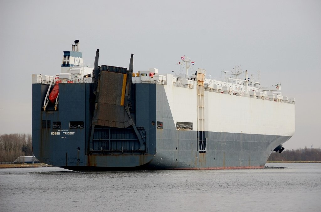 HOEGH TRIDENT s-a IMO 9075709.jpg