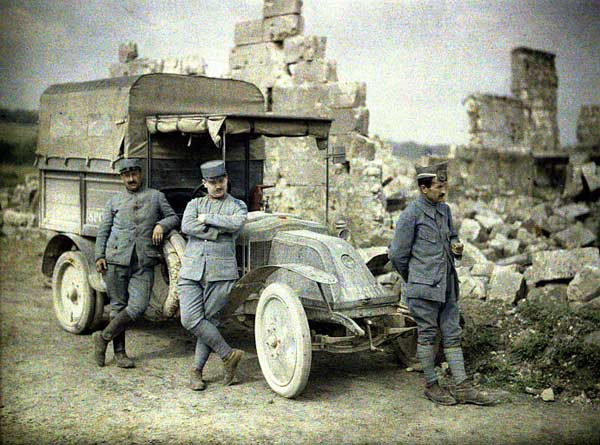 French soldiers and their Army Car, somewhere near the frontline..jpg
